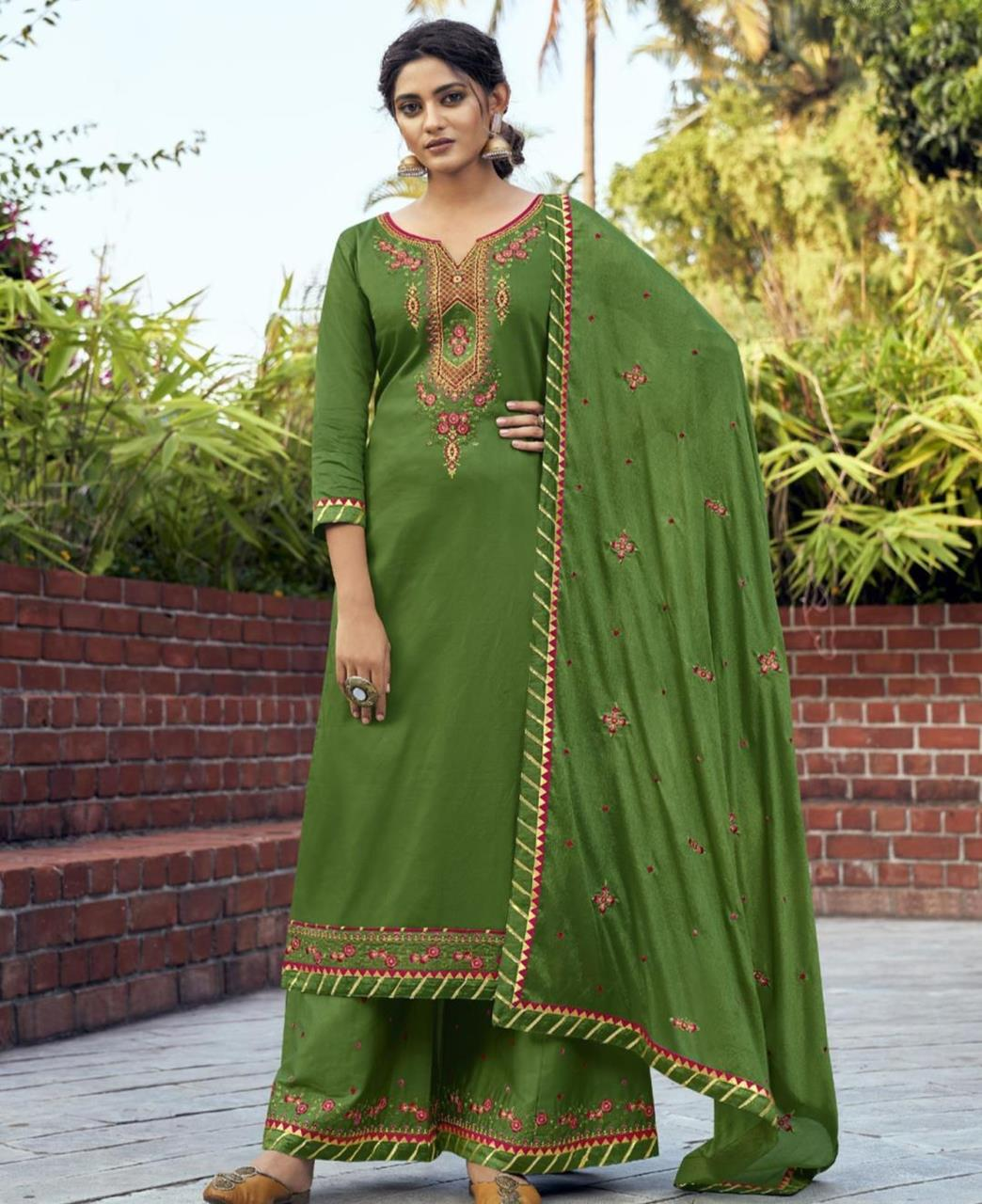 Embroidered Cotton Straight cut Salwar Kameez in Green