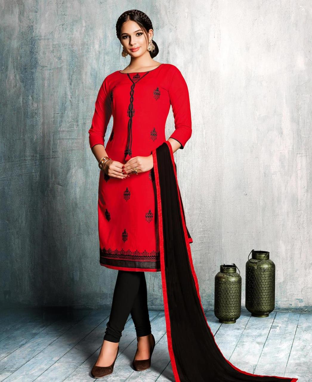 eac2d8ef01 Embroidered Cotton Red Straight cut Salwar