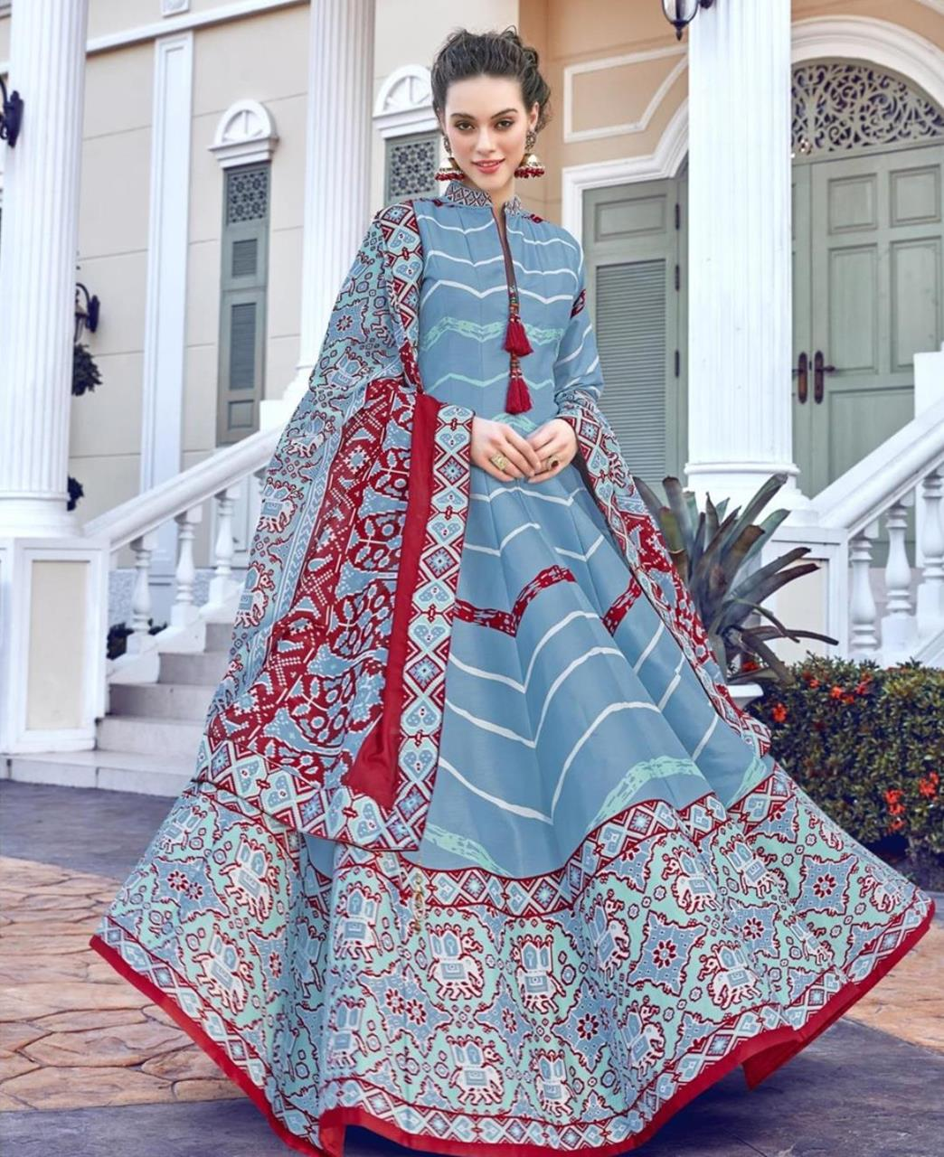Printed Cotton Straight cut Salwar Kameez in Sky