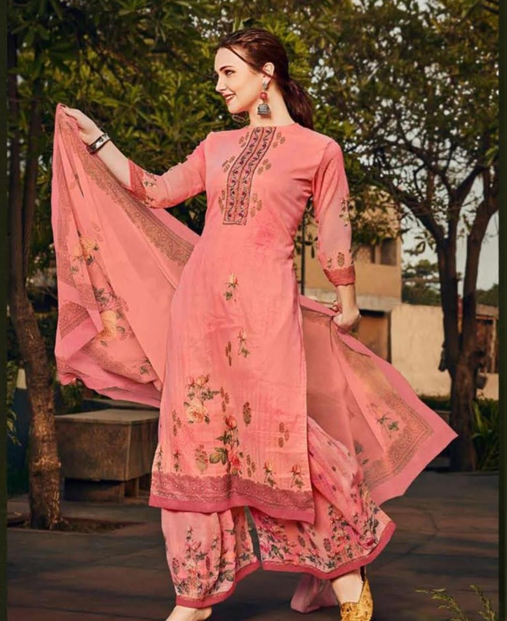 Stone Work Georgette Straight cut Salwar Kameez in Pink