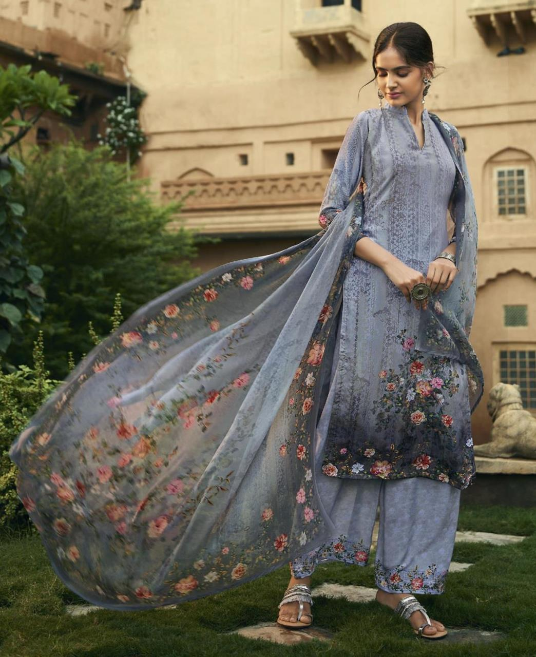 Printed Georgette Straight cut Salwar Kameez in Grey