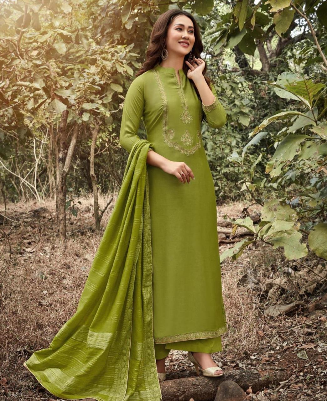 Zari Cotton Straight cut Salwar Kameez in Green