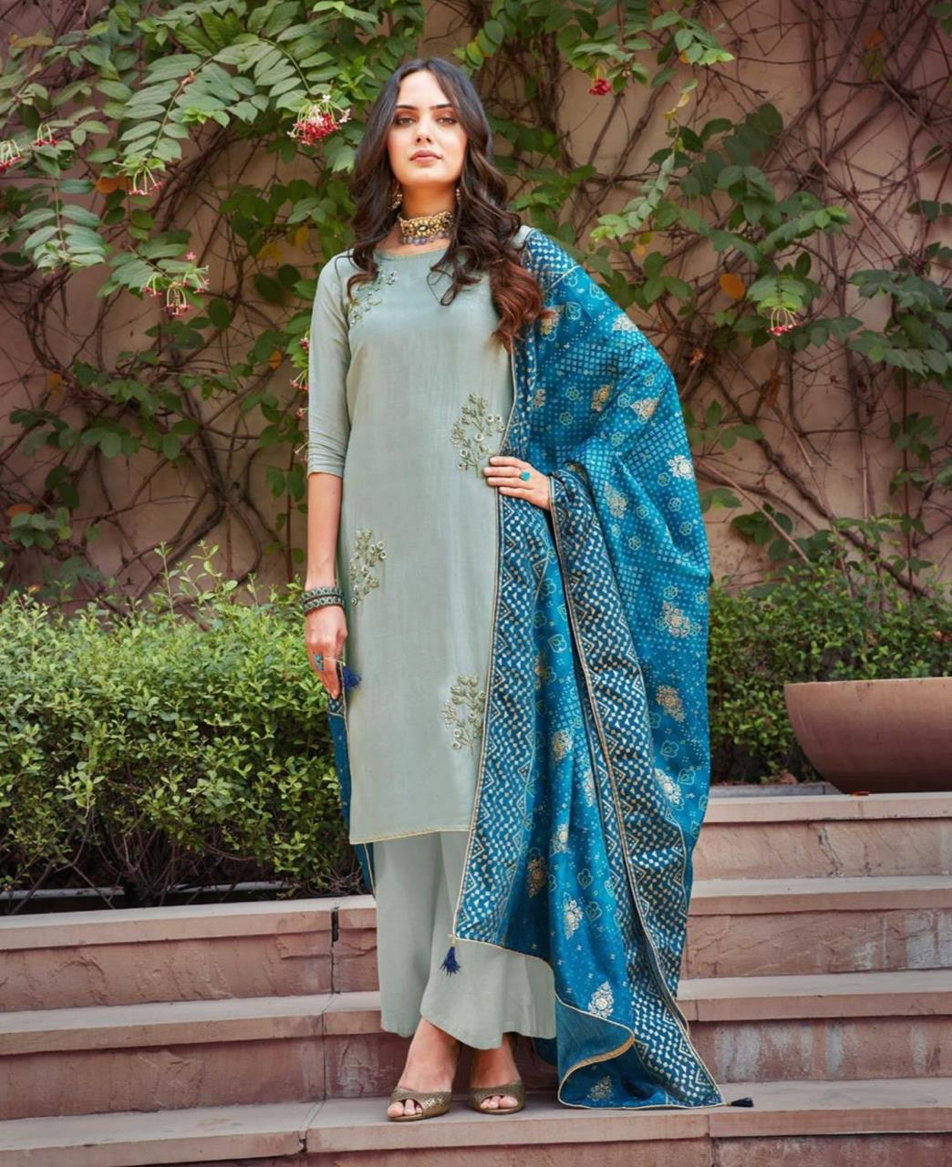 Thread Silk Straight cut Salwar Kameez in Grey
