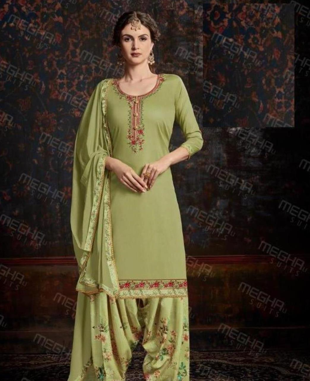 Thread Cotton Straight cut Salwar Kameez in Green
