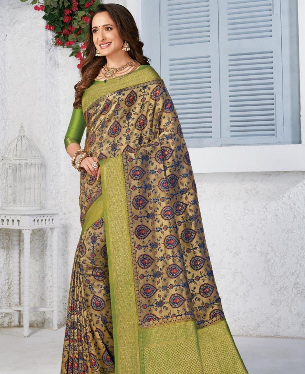 Silk Saree in Green  ,  Golden