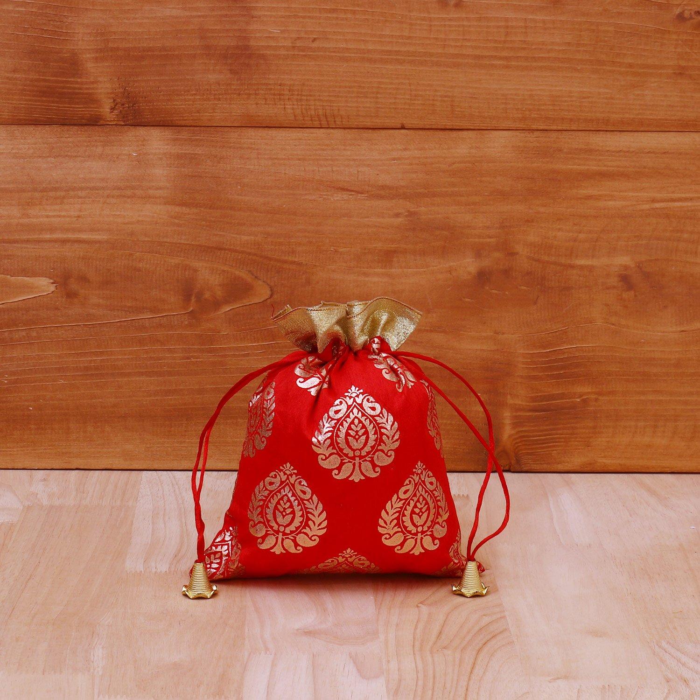 String bag with brocade prints return gift